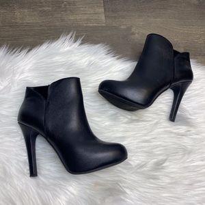 Jessica Simpson Aaren Black Leather Heeled Bootie